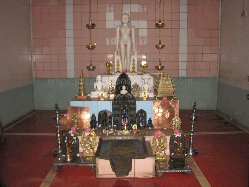 Jain idols at Sri Shanthinath Digambar Jain Temple at Bidgalu.