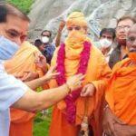 Shravanabelagola Jain Mutt pontiff visits Aggalaiah Gutta in Hanamkonda